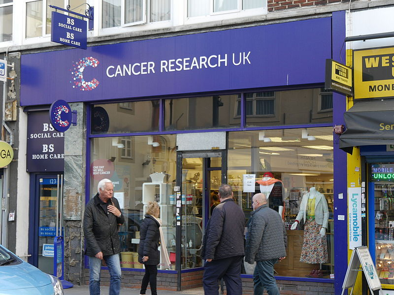 Cancer_Research_UK_charity_shop,_King_Street,_Hammersmith_05